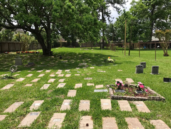 One section of Hale's Half Acre Pet Cemetery