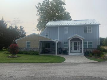The Cat Cottage at B&B Farm